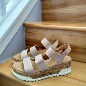 Universal Thread chunky sandals size 9